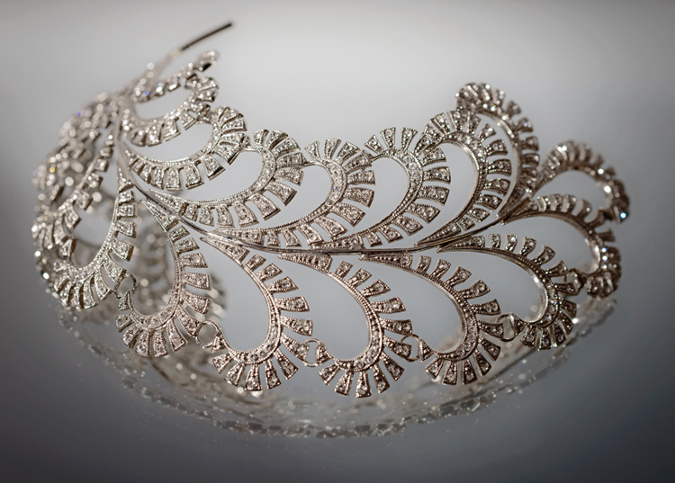 Lady Mary Crawley looked quite elegant in this feather hair slide of Swarovski crystals in Season Three of the Downton Abbey series