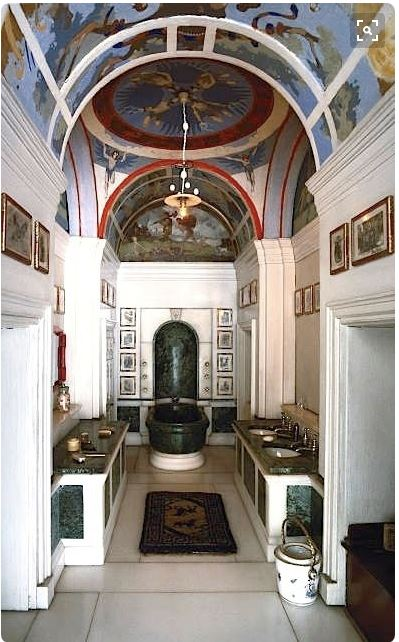Queen Mary bathroom from Pinterest https://www.pinterest.com/pin/438889926160376506/